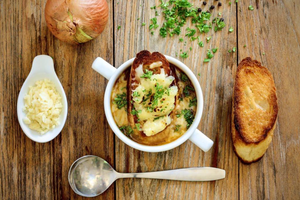 sopa-cebolla-escuela-cocina-villaretiro
